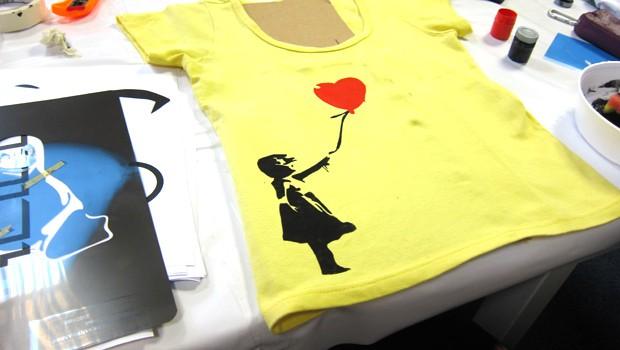 52294776f Faça você mesmo  estampa de camiseta com stencil - Blog do Elo7