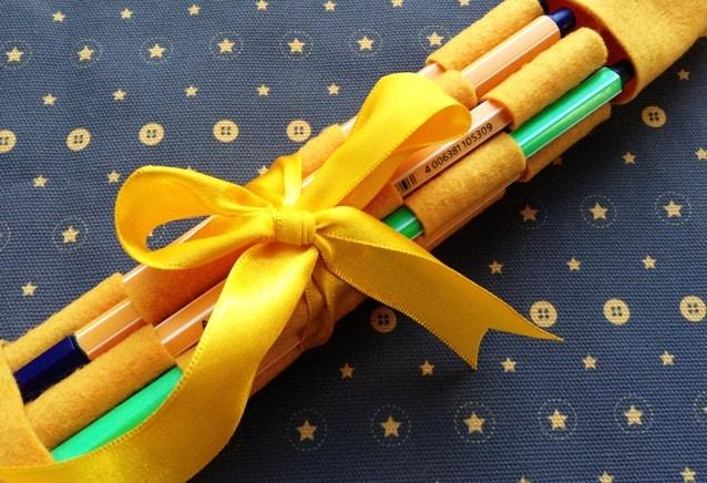 Porta-lápis e pincéis feito com feltro