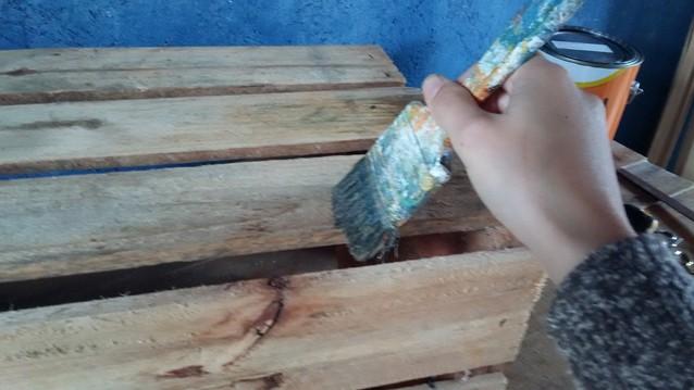 Como fazer nichos com caixotes de feira