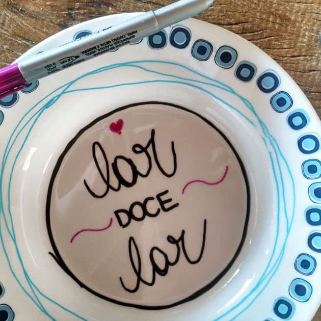 como escrever na madeira, azulejo e pratos
