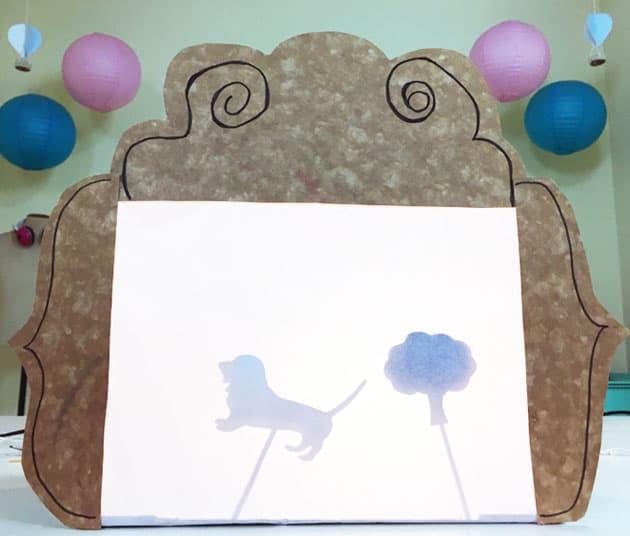 como fazer teatrinho de sombras de caixa de papelão