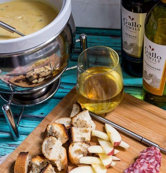 Como organizar uma noite de fondue para os amigos