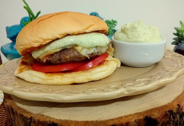 hambúrguer caseiro pronto