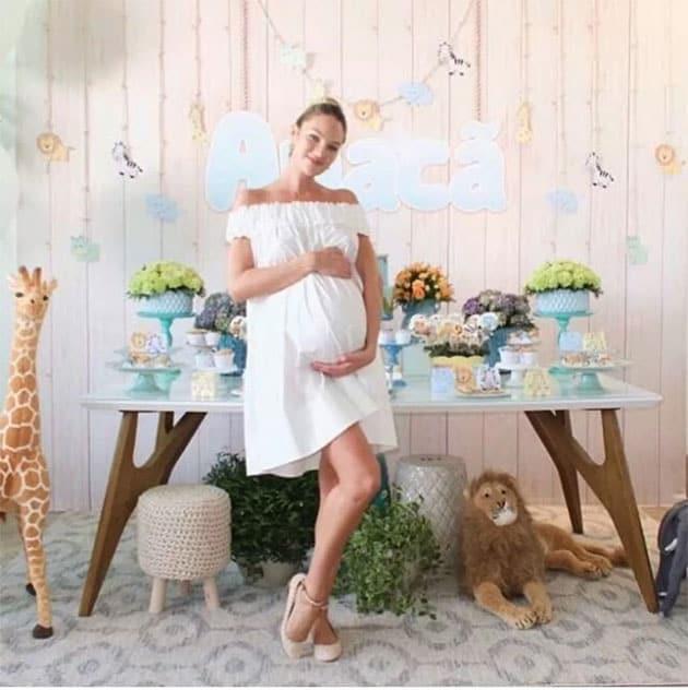 Chá de bebê da modelo Candice Swanepoel