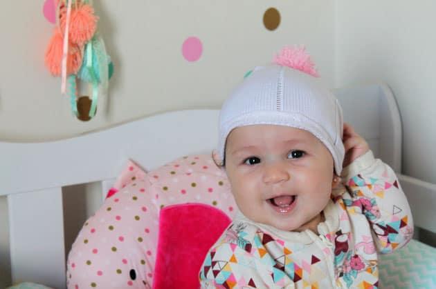 gorro de bebê com pompom