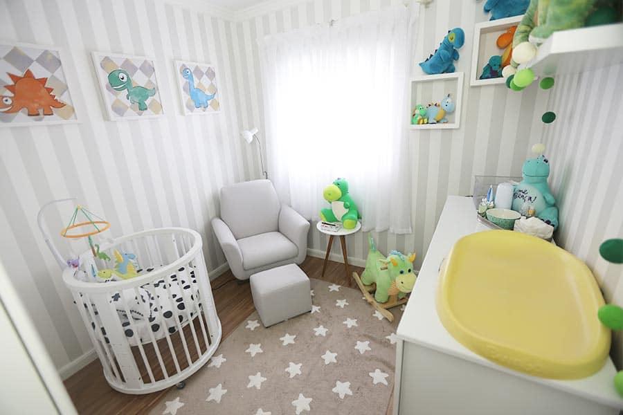 Quarto bebê pequeno espaço