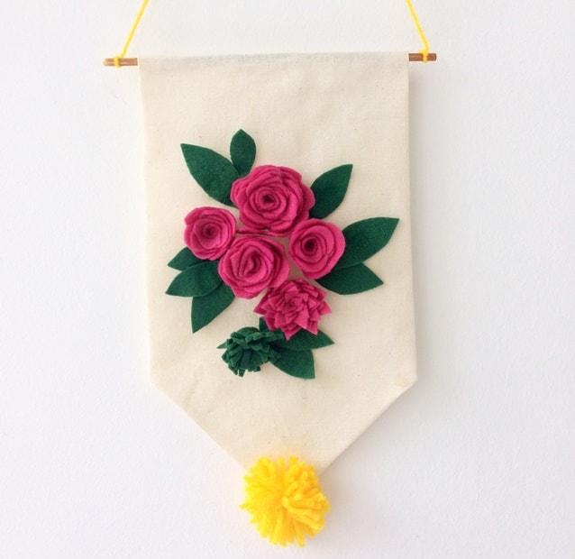 flâmula com flores de feltro