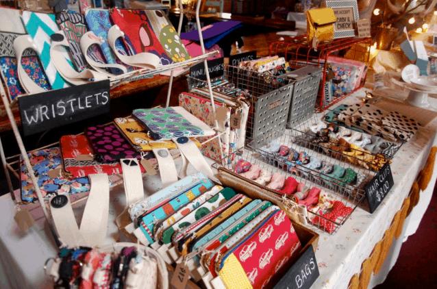 Como expor produtos em feiras e bazares mesa decorada