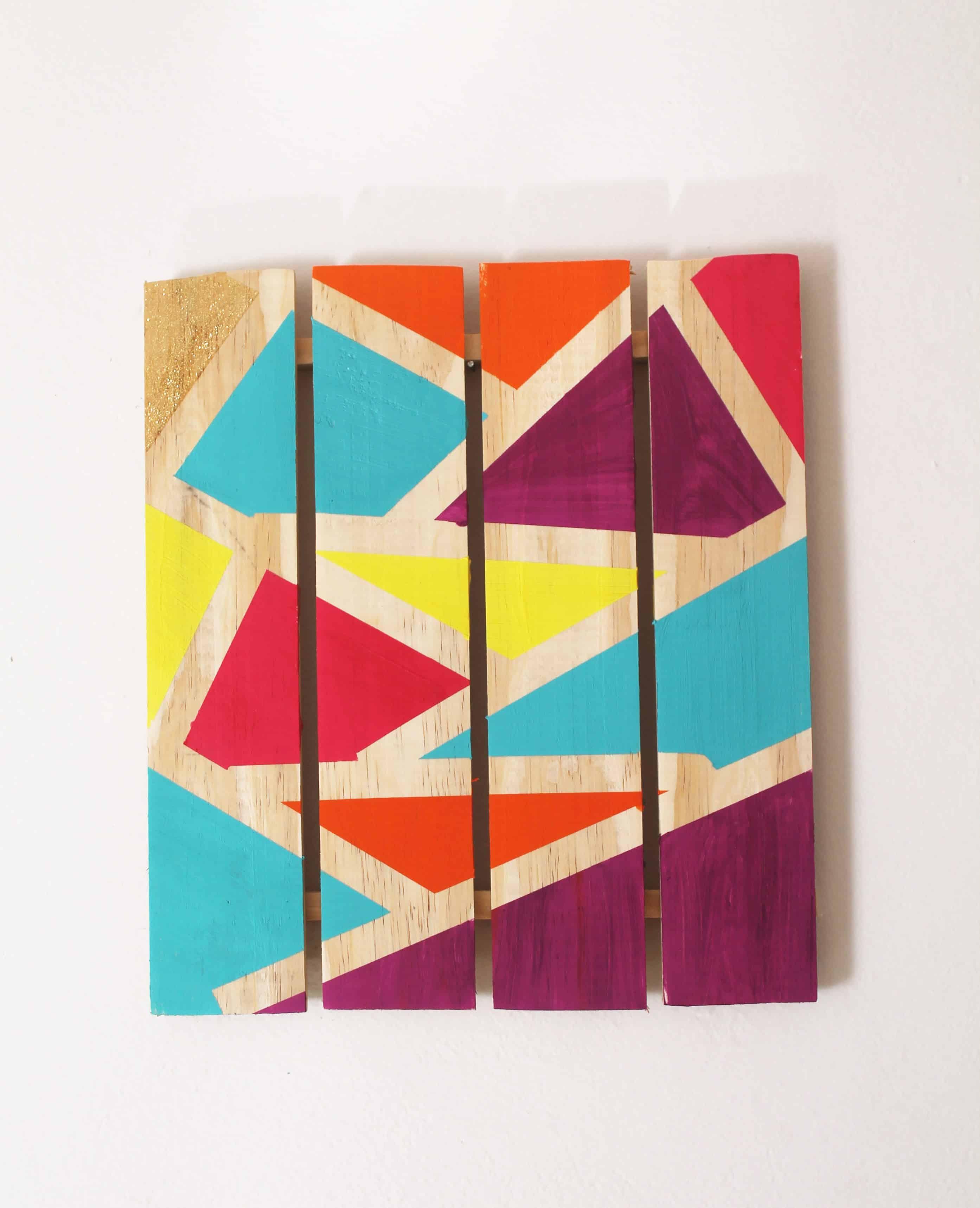 Quadro com pintura geométrica