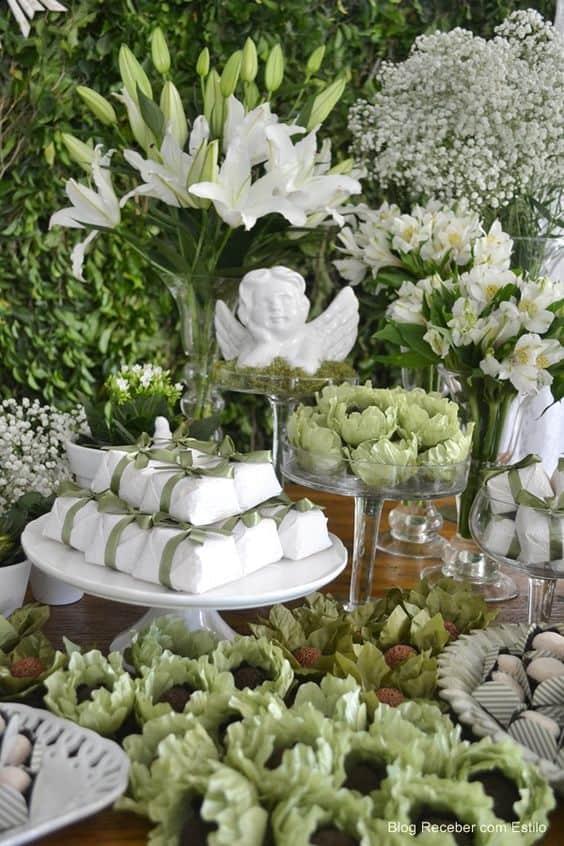 como montar uma mesa de doces para casamento