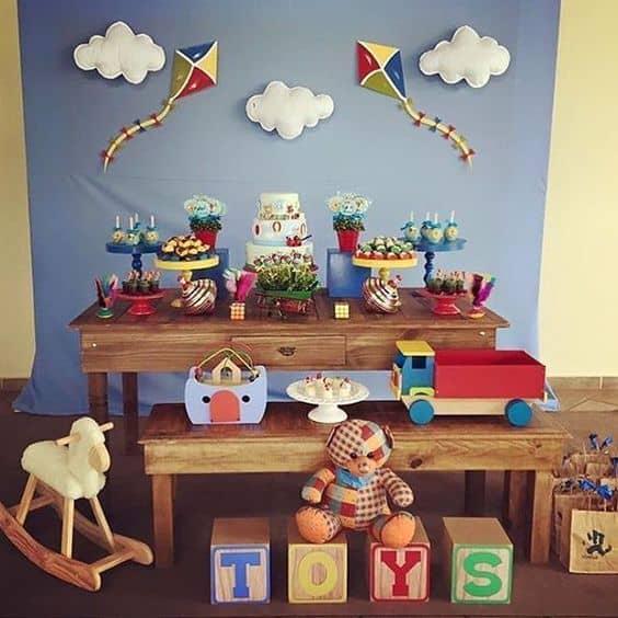 festa com tema brinquedos antigos