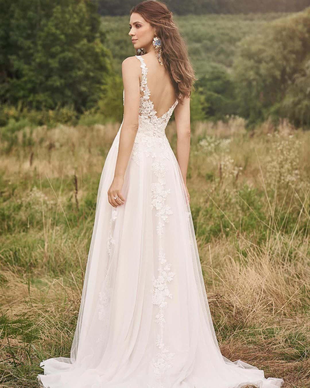 Vestido de noiva para casamento no campo.