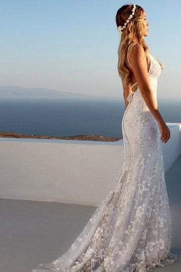 Noiva com vestido semi-sereia.